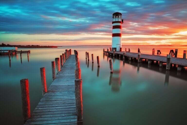 צילום מגדל אור רקע אדום